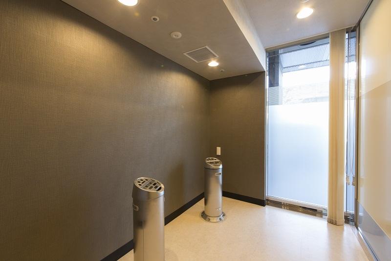 喫煙コーナー (1階・6階・7階)